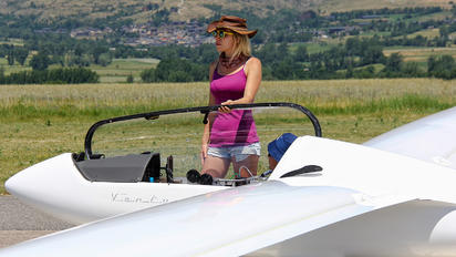 D-5555 - Private - Aviation Glamour - People, Pilot