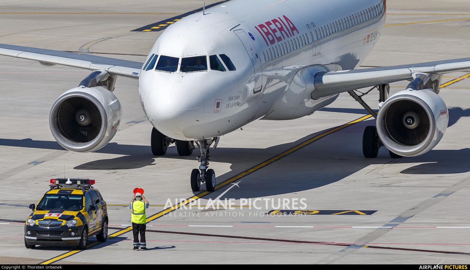Iberia EC-ILR aircraft at Düsseldorf