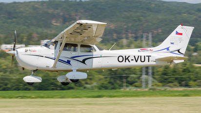 OK-VUT - Elmontex Air Cessna 172 Skyhawk (all models except RG)