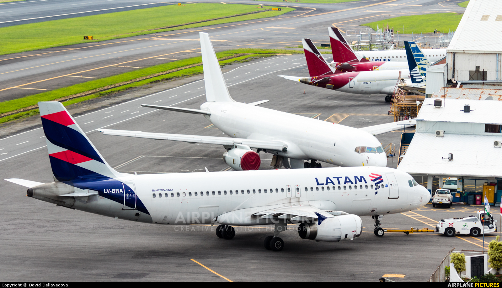 - Airport Overview - aircraft at San Jose - Juan Santamaría Intl