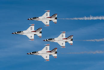 - - USA - Air Force : Thunderbirds Lockheed Martin F-16C Block 52M