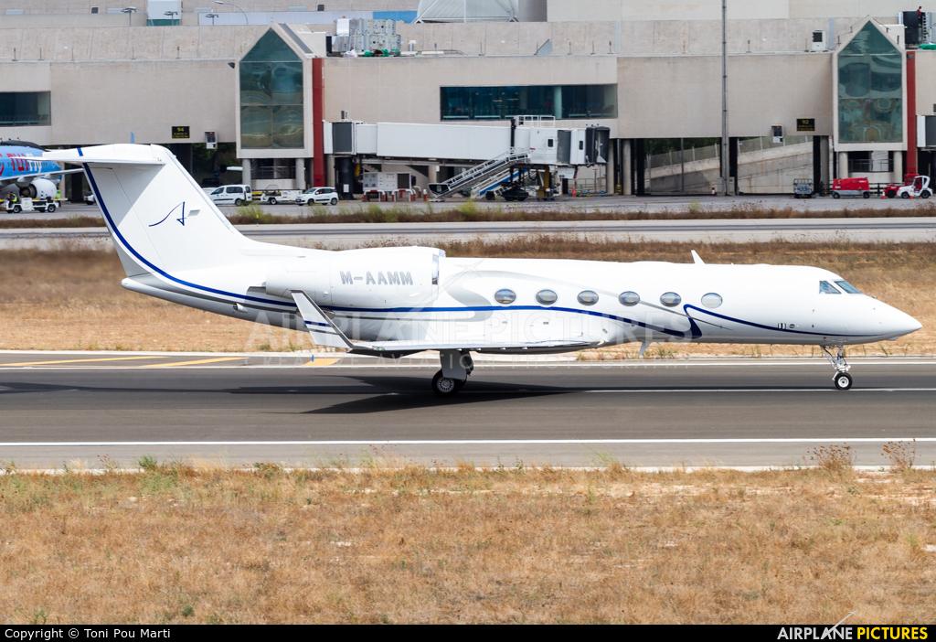 Private M-AAMM aircraft at Palma de Mallorca