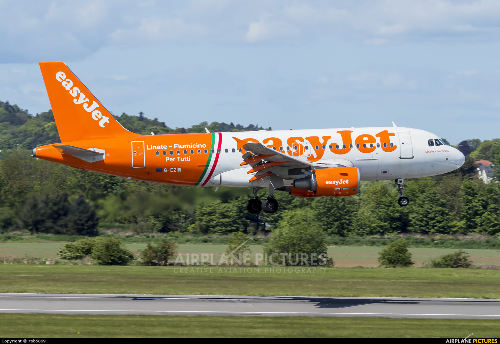 easyJet G-EZIW aircraft at Edinburgh