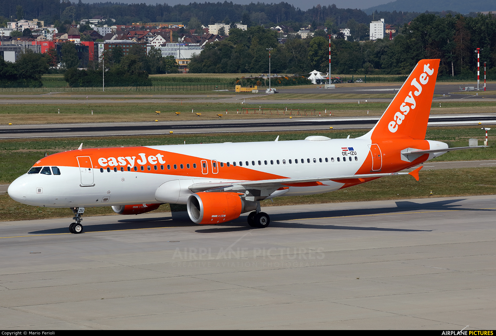 easyJet Europe OE-IZU aircraft at Zurich