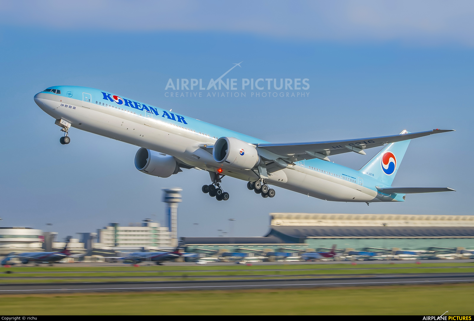 Korean Air HL8216 aircraft at Shenyang-Taoxian