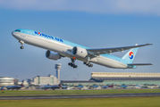 HL8216 - Korean Air Boeing 777-300ER aircraft