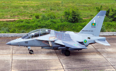 15106 - Bangladesh - Air Force Yakovlev Yak-130
