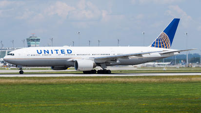 N225UA - United Airlines Boeing 777-200ER