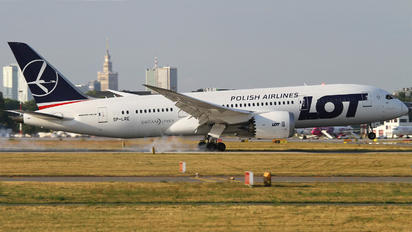 SP-LRE - LOT - Polish Airlines Boeing 787-8 Dreamliner
