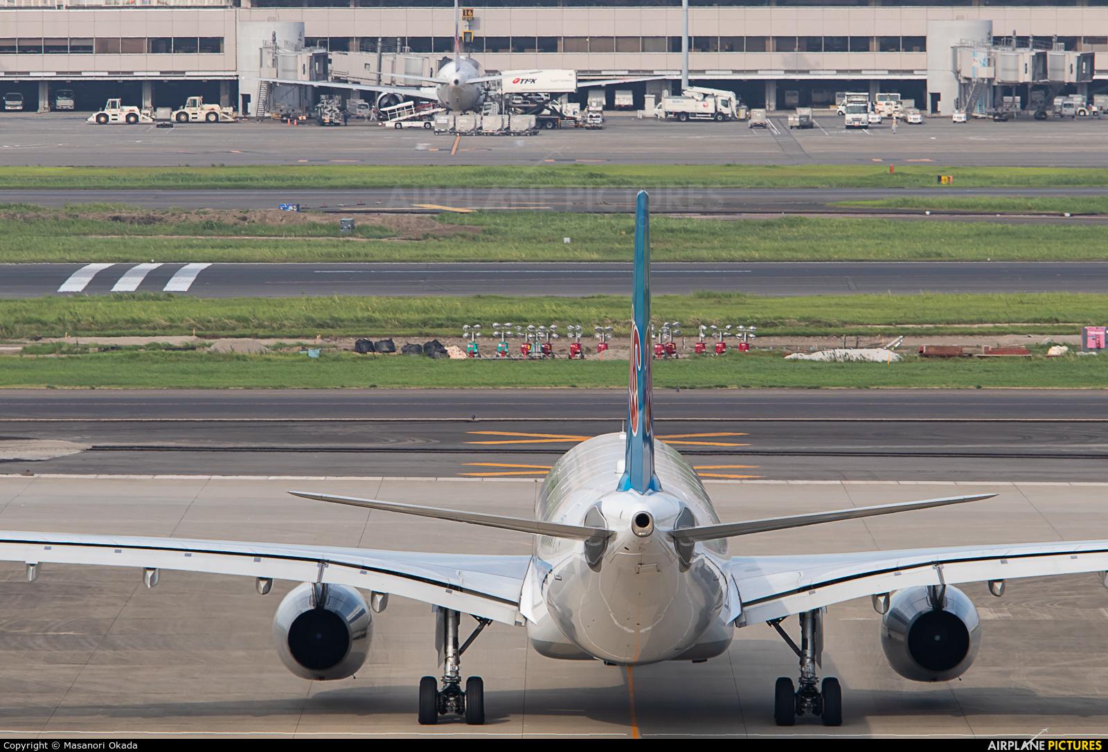China Southern Airlines B-1063 aircraft at Tokyo - Haneda Intl