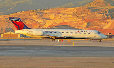 N608AT - Delta Air Lines Boeing 717