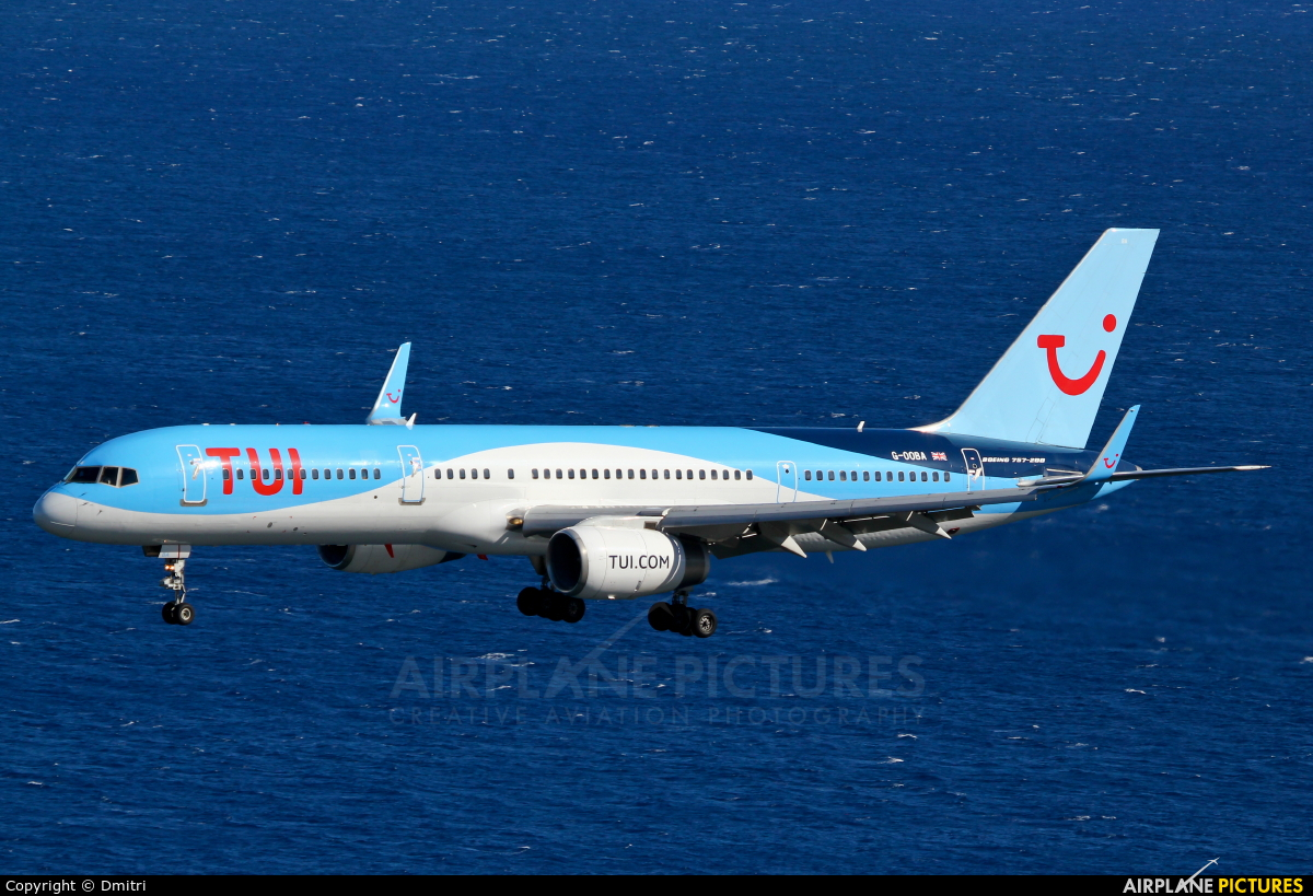 TUI Airways G-OOBA aircraft at Madeira