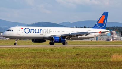 TC-OBY - Onur Air Airbus A321