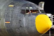 YV573T - DHL - Vensecar Internacional Boeing 737-400 aircraft