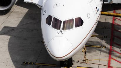 N26910 - United Airlines Boeing 787-8 Dreamliner