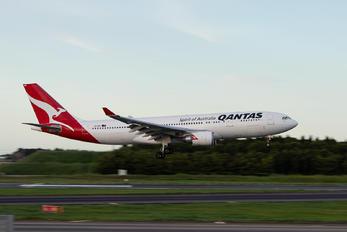 VH-EBO - QANTAS Airbus A330-200