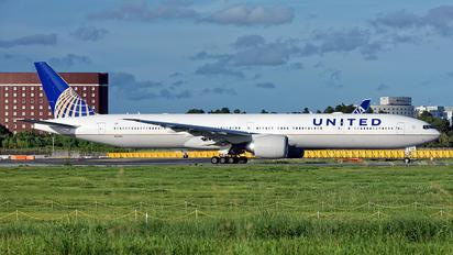 N2645U - United Airlines Boeing 777-300ER