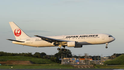 JA654J - JAL - Japan Airlines Boeing 767-300ER