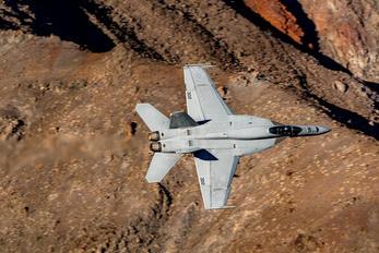 VFA136-302 - USA - Navy McDonnell Douglas F/A-18A Hornet