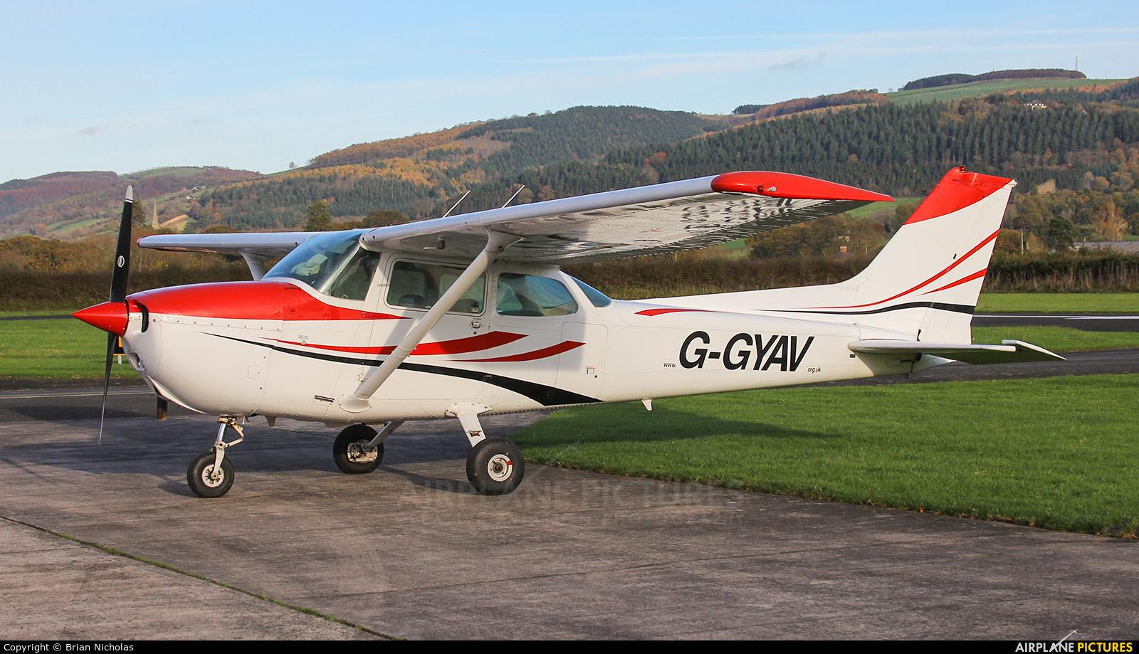 Private G-GYAV aircraft at Welshpool