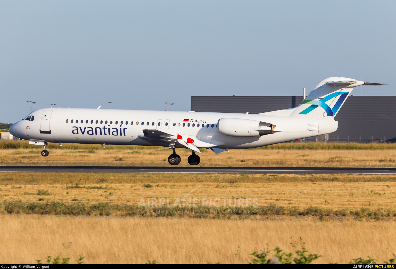 AvantiAir D-AGPH aircraft at Paris - Orly