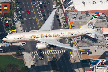 A6-LRE - Etihad Airways Boeing 777-200LR