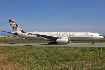 A6-AFF - Etihad Airways Airbus A330-300