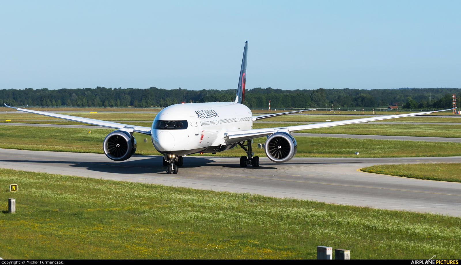 Air Canada C-FSBV aircraft at Munich