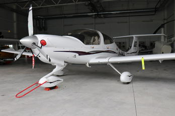 EW-414LL - Altiora Diamond DA 40 Diamond Star
