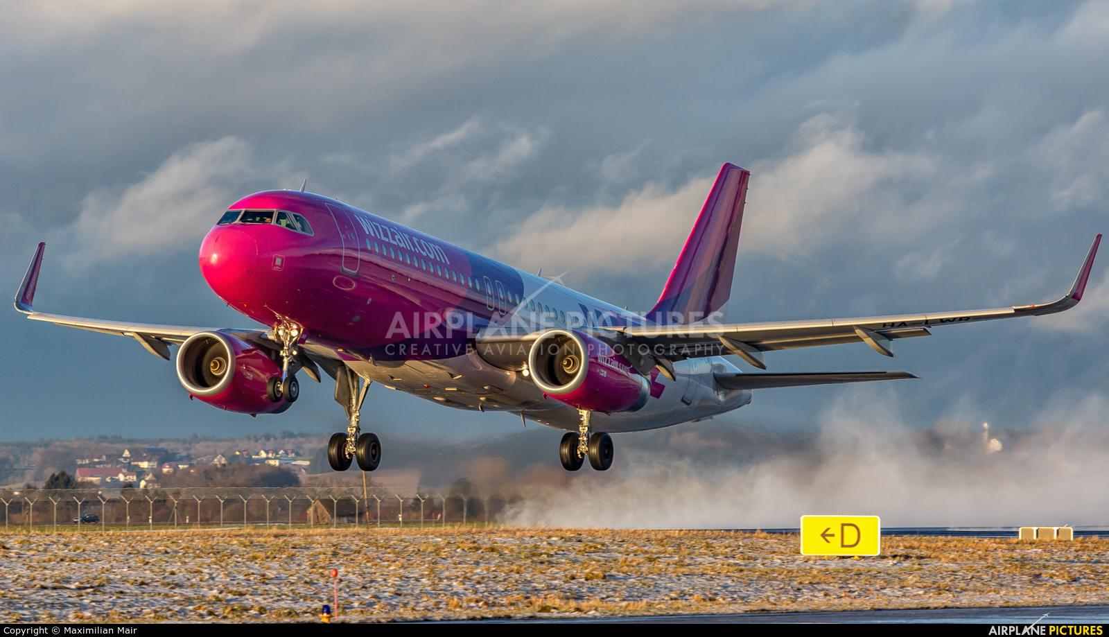 Wizz Air HA-LWR aircraft at Memmingen