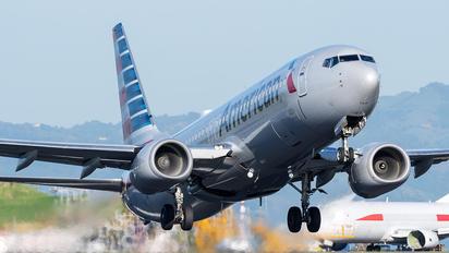 N971AN - American Airlines Boeing 737-800