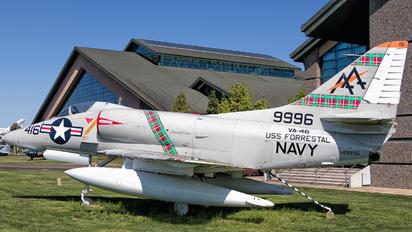 149996 - USA - Navy McDonnell Douglas A-4 Skyhawk