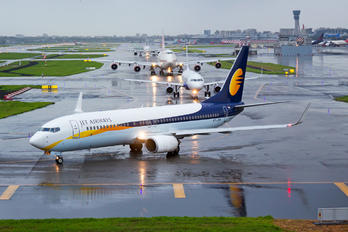 VT-JTD - Jet Airways Boeing 737-800