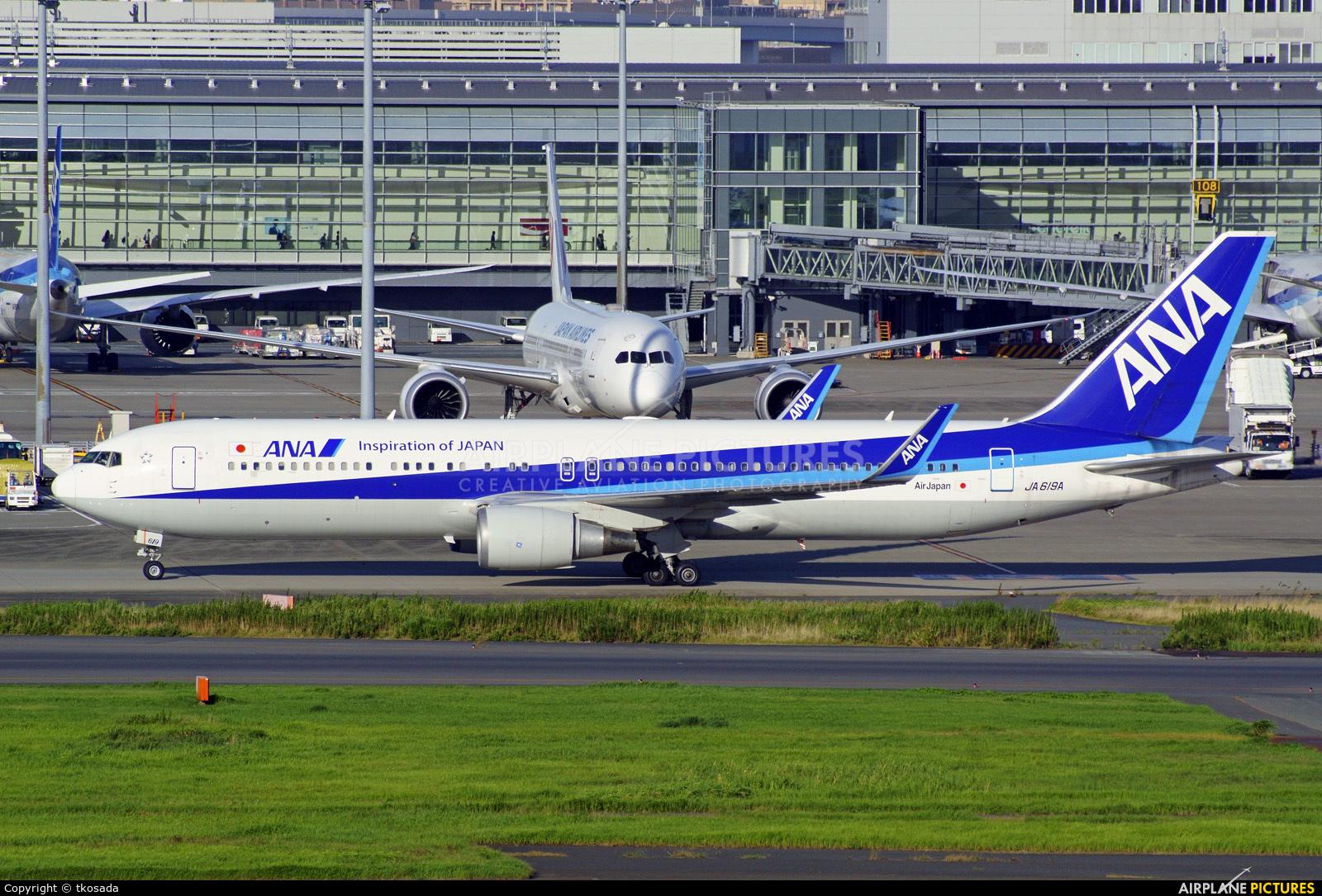 ANA - All Nippon Airways JA620A aircraft at Tokyo - Haneda Intl