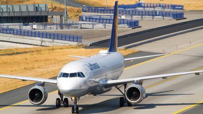 D-AIPY - Lufthansa Airbus A320