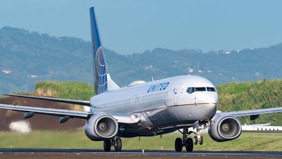 N76517 - United Airlines Boeing 737-800