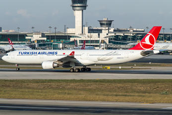 TC-JOM - Turkish Airlines Airbus A330-300