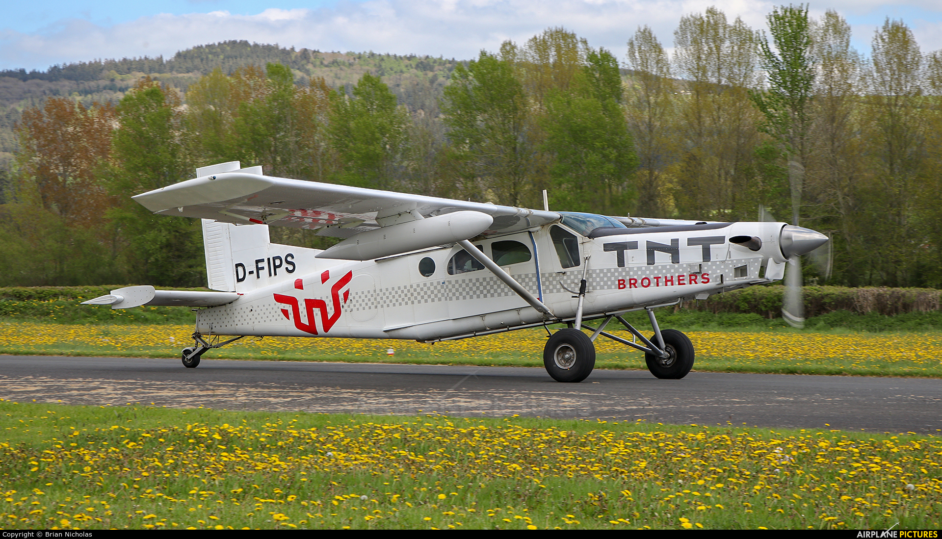Private D-FIPS aircraft at Welshpool