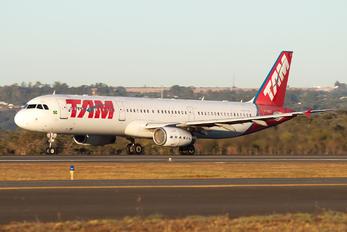 PT-MXC - TAM Airbus A321