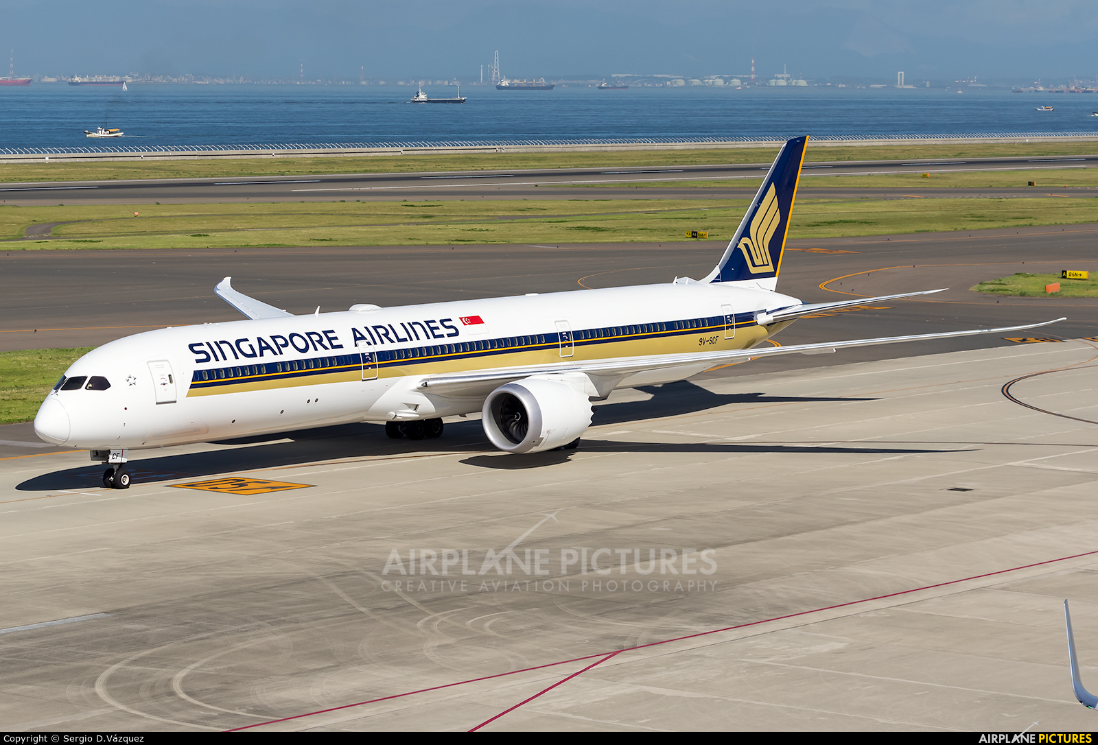 Singapore Airlines 9V-SCF aircraft at Chubu Centrair Intl