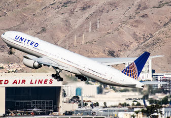 N2136U - United Airlines Boeing 777-300ER