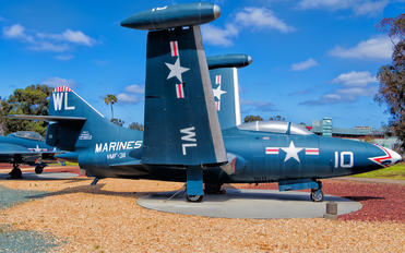 123652 - USA - Marine Corps Grumman F9F Panther