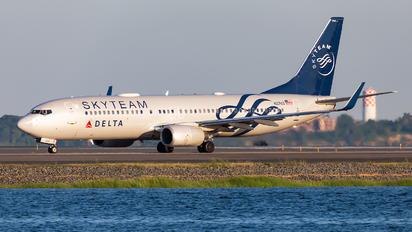 N3765 - Delta Air Lines Boeing 737-800