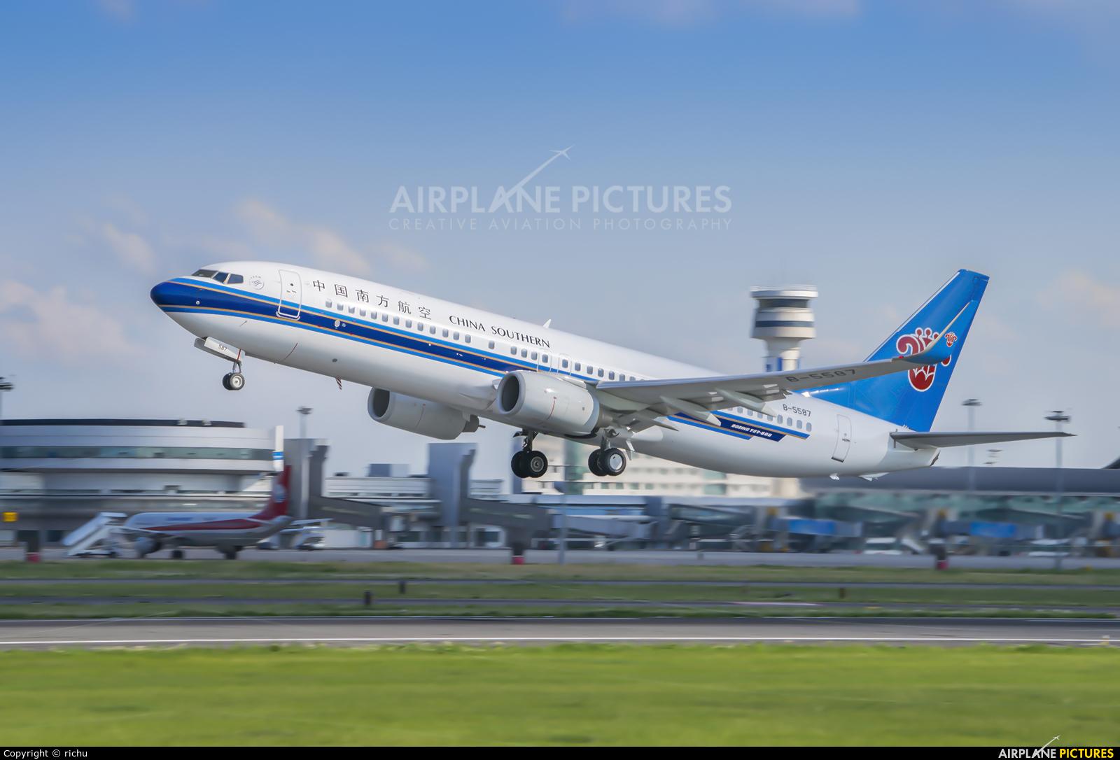 China Southern Airlines B-5587 aircraft at Shenyang-Taoxian