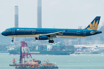 VN-A351 - Vietnam Airlines Airbus A321