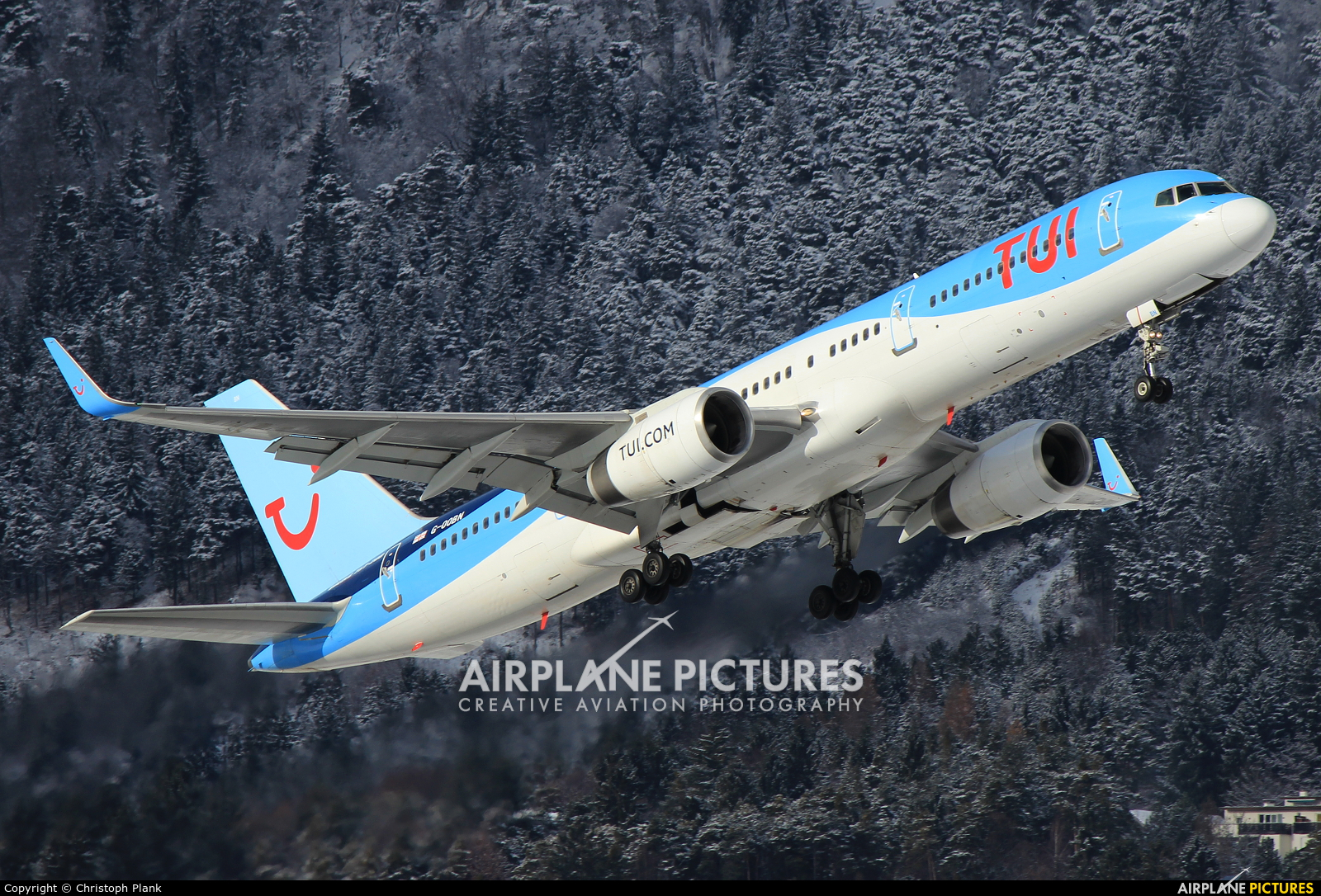 TUI Airways G-OOBN aircraft at Innsbruck