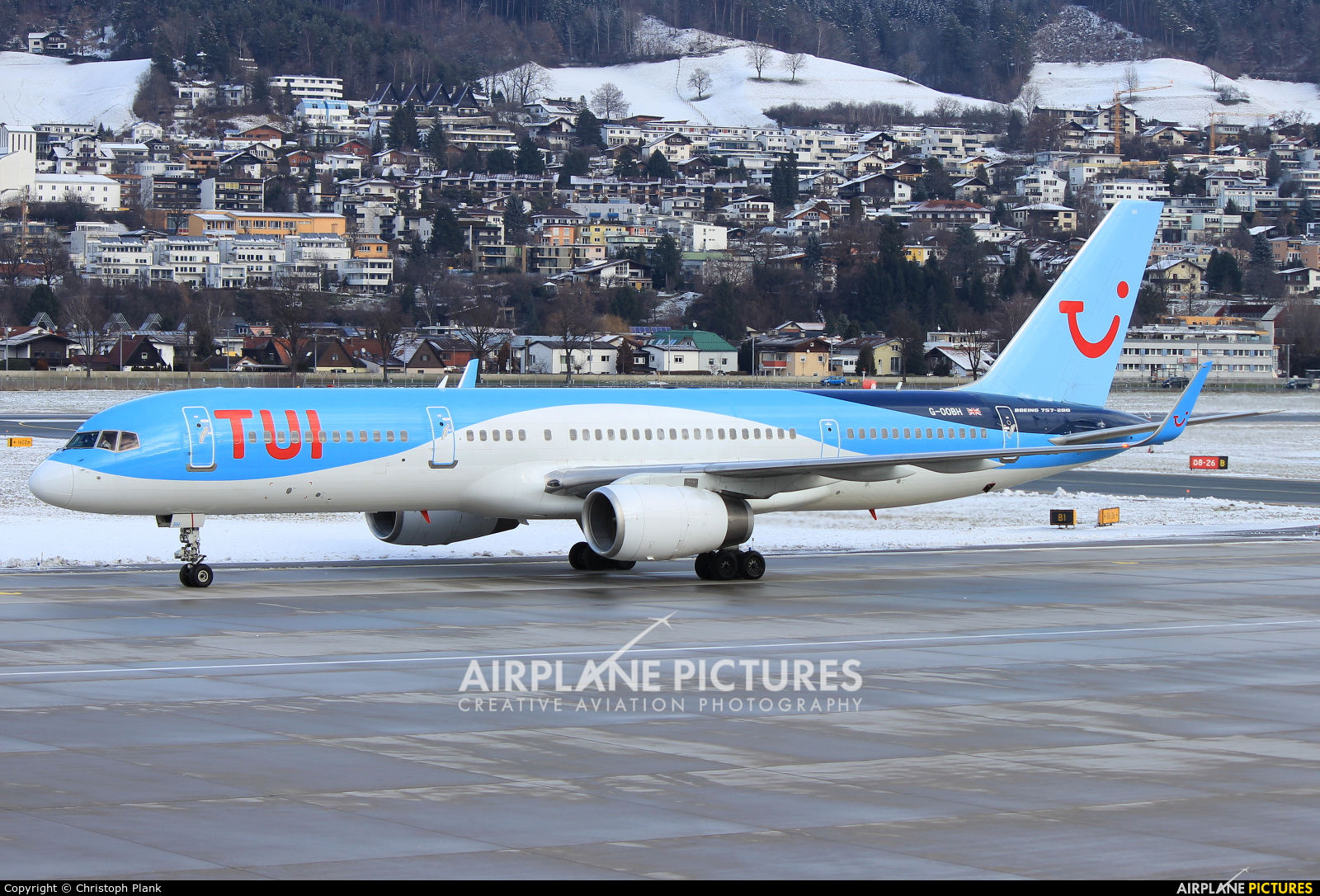 TUI Airways G-OOBH aircraft at Innsbruck