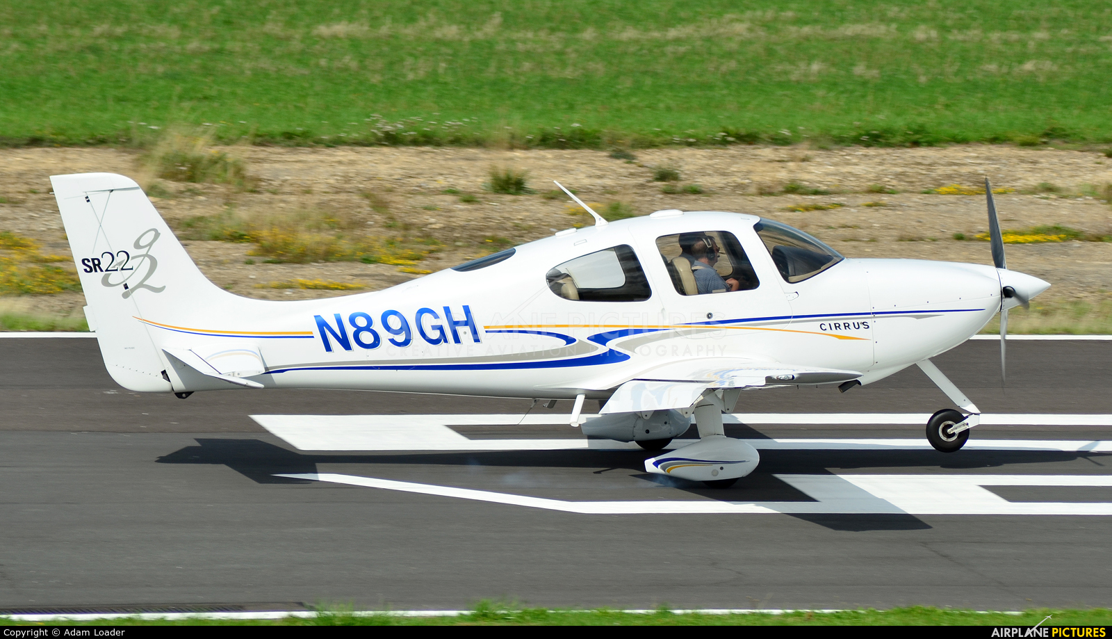 Private N89GH aircraft at Turweston