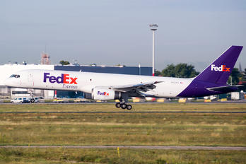 N922FD - FedEx Federal Express Boeing 757-200F