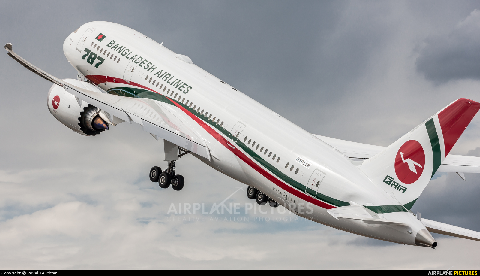Biman Bangladesh N1015B aircraft at Farnborough